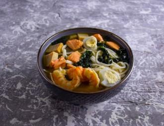 Мисо суп с лососем и креветками